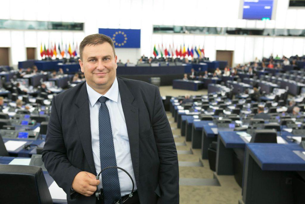 Евродепутатът Емил Радев ще дари книги на варненската библиотека