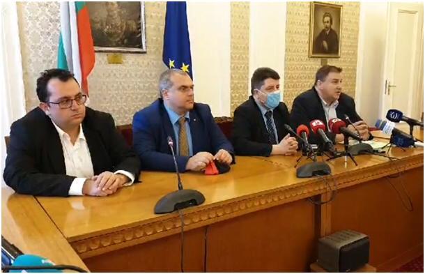 """Емил Радев: С въвеждането на 10-годишна погасителна давност  ще сложим край на """"вечните длъжници"""" в България"""