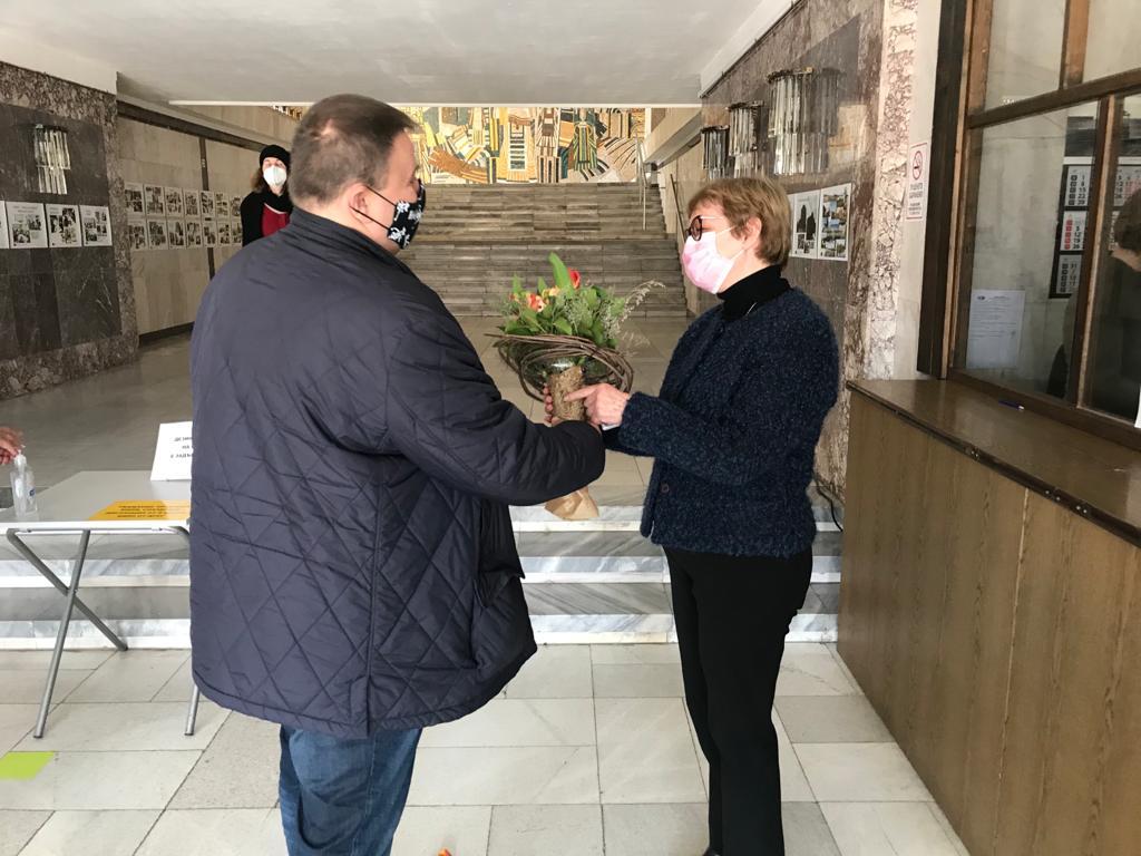 Евродепутатът Емил Радев дари детски книги на библиотеката в Добрич