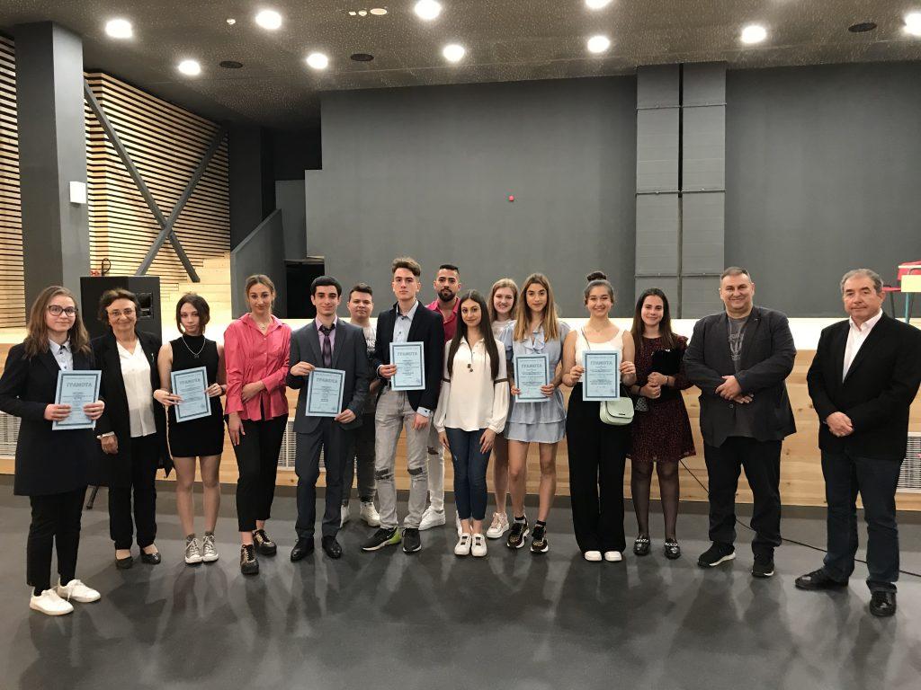 Евродепутатът Емил Радев награди победителите в конкурс на Първа езикова гимназия във Варна